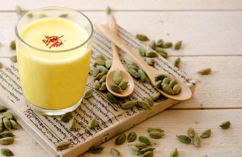 Pha Nhụy hoa Nghệ Tây và sữa tươi không đường